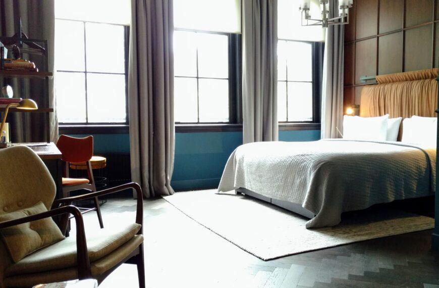 Jak Polski Holding Hotelowy zarabia na pandemii